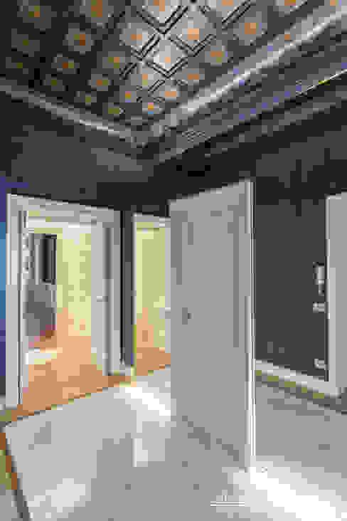 lngresso Studio Celletti Architetti Ingresso, Corridoio & Scale in stile eclettico Legno Blu