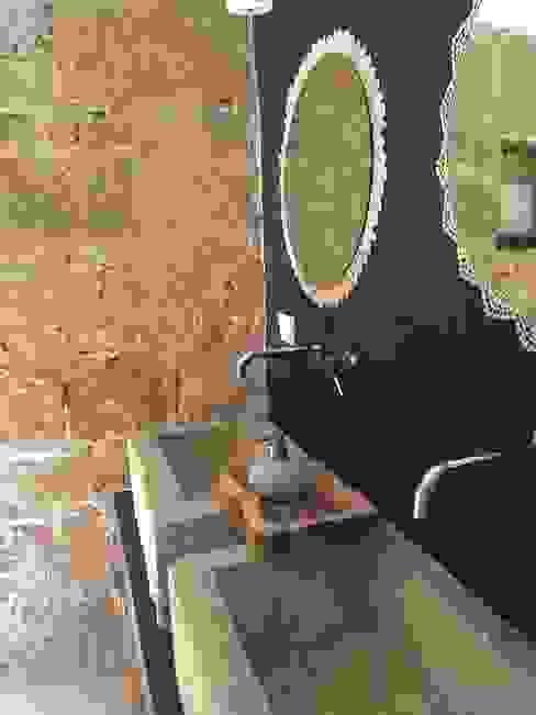 I lavandini in pietra. Specchi e lavandini by Acqua di Puglia Acqua di Puglia Bagno rurale