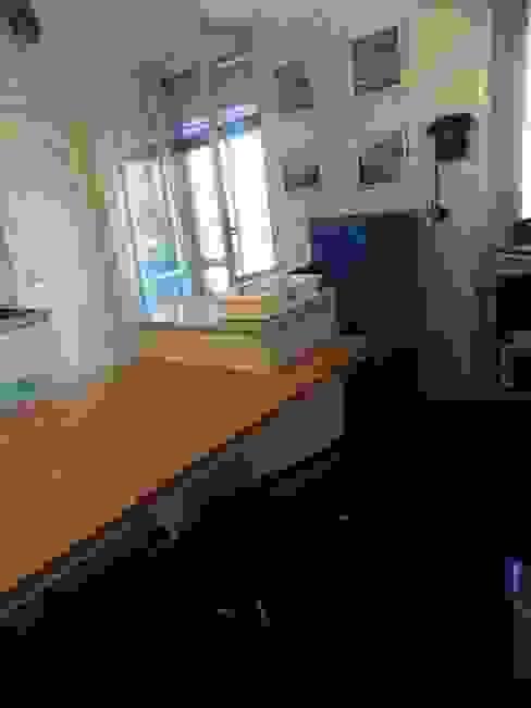 PROGETTO RESTYLING CUCINA MODERNA - ZONA EST - DETTAGLI DEL TAVOLO IN GRANITO FIAMMATO Seven Project Studio Cucina attrezzata Legno Bianco