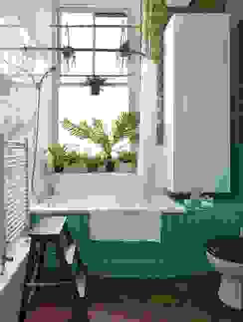 Redecorated bathroom with plants ZazuDesigns モダンスタイルの お風呂