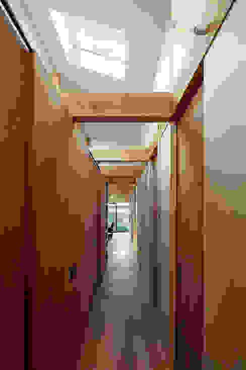工具箱の家 Toolbox House 山本嘉寛建築設計事務所 YYAA ミニマルデザインの ドレッシングルーム 木 木目調