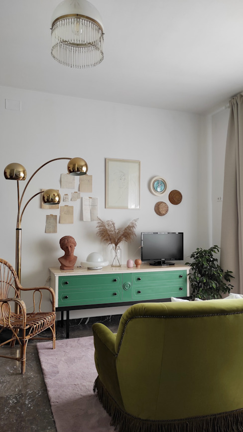 Mobile tv vintage restyling Garret's Memories - Interiors Soggiorno eclettico