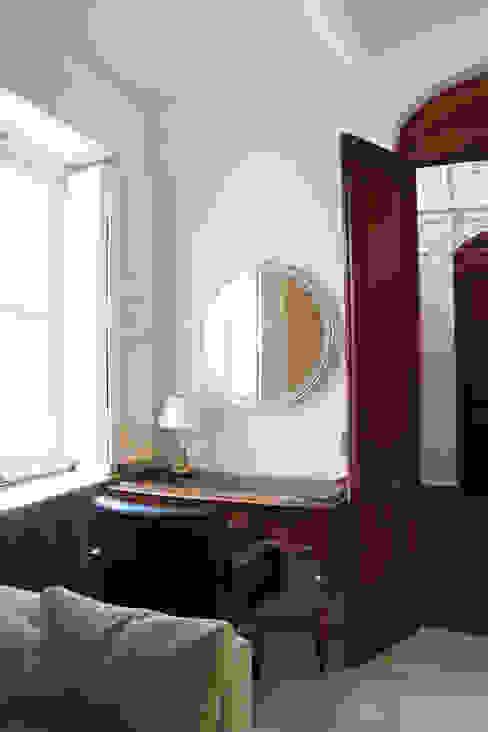 Despacho con ladrillo antiguo visto Arquitectura Sostenible e Interiorismo | a-nat Estudios y despachos de estilo clásico Piedra Blanco