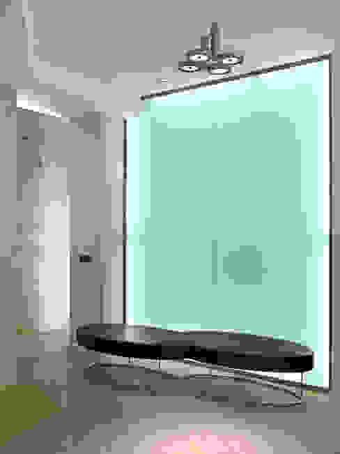 Ingresso DE CARLO ARCHITETTI Ingresso, Corridoio & Scale in stile moderno