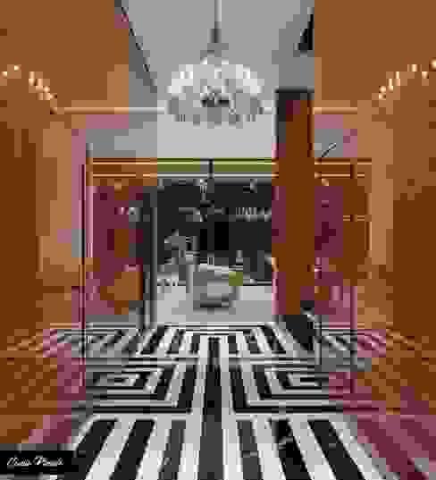 Hall de Entrada Camila Pimenta   Arquitetura + Interiores Corredores, halls e escadas clássicos Madeira Efeito de madeira