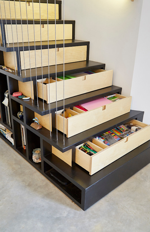 Specially designed and built modern staircase with storage draws under each step and open shelves along the side. Arco2 Architecture Ltd Trap