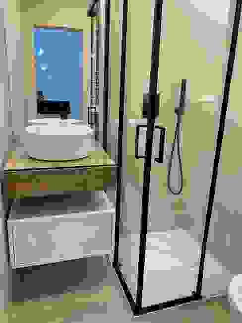 Casa de banho da suite Home 'N Joy Remodelações Casas de banho modernas