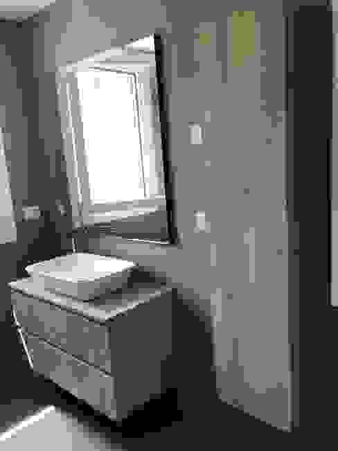 BAGNO 1. L&M design di Marelli Cinzia Bagno moderno Effetto legno
