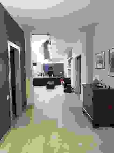 Zona ingresso Studio Molteni e Tornaghi architetti Ingresso, Corridoio & Scale in stile moderno Ceramica Blu
