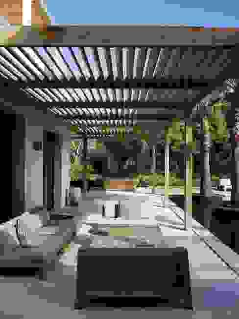 Terrazas y cobertizos N&V diseño y construcción Balcones y terrazas modernos