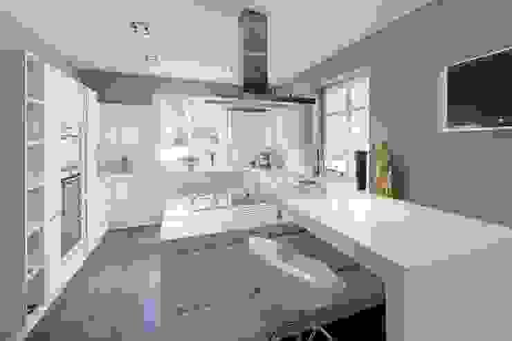 Cocinas modernas: Ideas, imágenes y decoración de BERLINRODEO interior concepts GmbH Moderno
