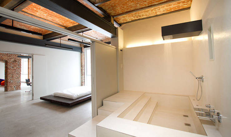Baños industriales de designyougo - architects and designers Industrial Ladrillos