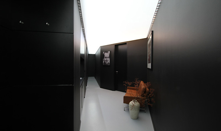 Postproduction Studio Moderner Flur, Diele & Treppenhaus von designyougo - architects and designers Modern