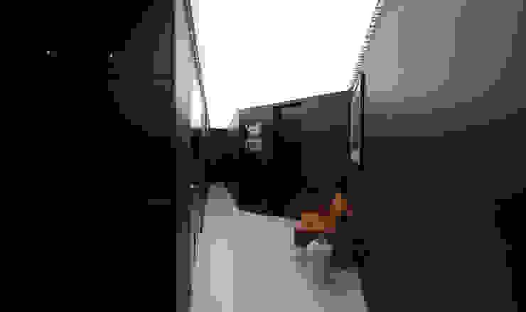 Corredores, halls e escadas modernos por designyougo - architects and designers Moderno