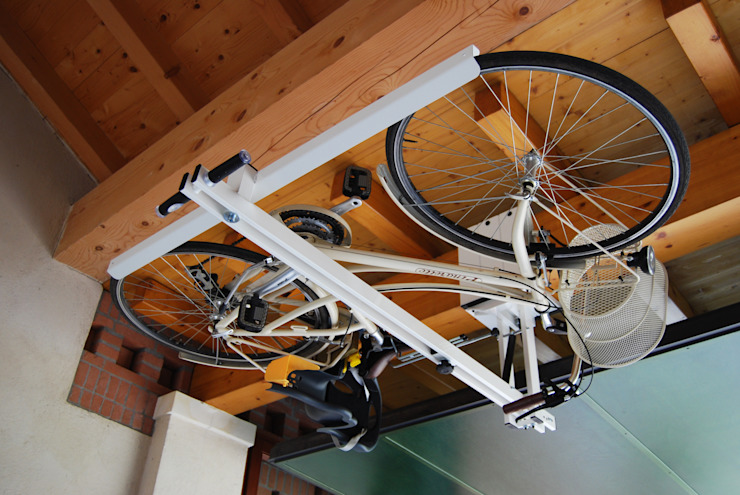 flat-bike-lift.com Garage/Rimessa in stile moderno di flat-bike-lift Moderno