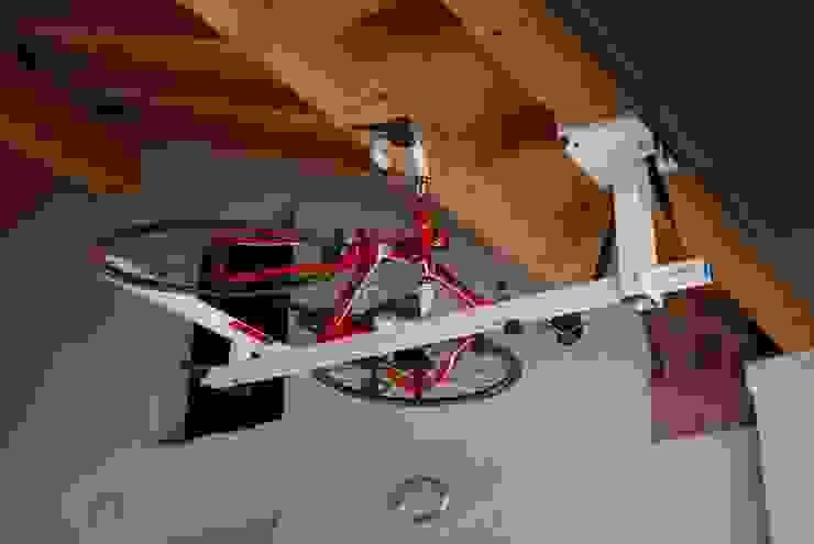 flat-bike-lift Garage / Hangar modernes