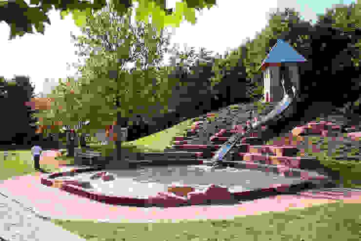 Classic style garden by Planungsbüro STEFAN LAPORT Classic