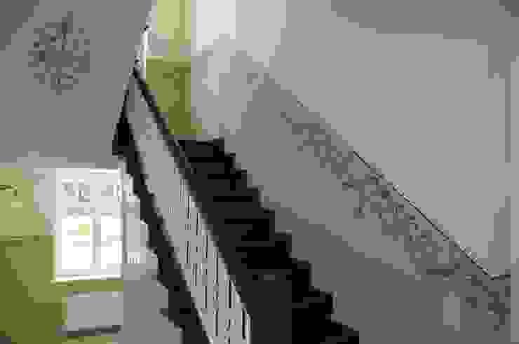 Couloir, entrée, escaliers classiques par Wandmalerei & Oberflächenveredelungen Classique