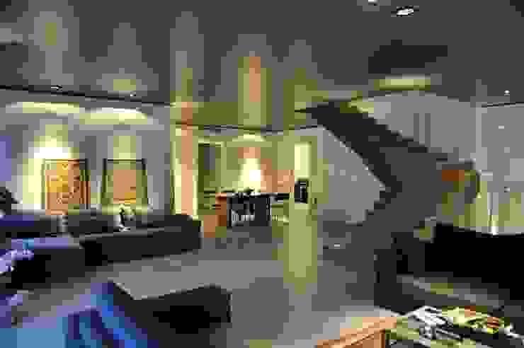 Salas de estilo industrial de Fugenlose mineralische Böden und Wände Industrial