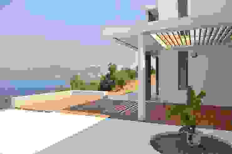 Fugenlose mineralische Böden und Wände Mediterranean style balcony, veranda & terrace