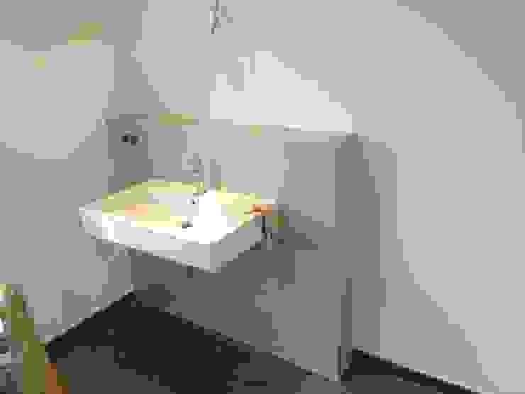 Betonoptik - fugenlose Duschwände: modern  von Malerbetrieb Trynoga,Modern