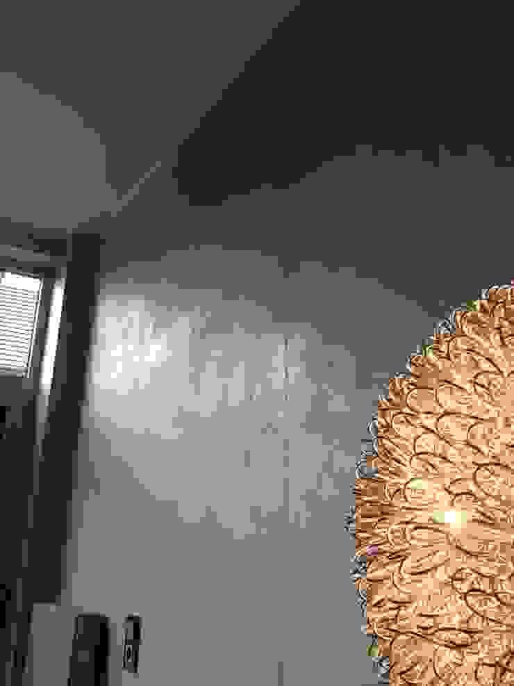 Treppenhaus in Betonoptik Flur, Diele & Treppenhaus von Malerbetrieb Trynoga
