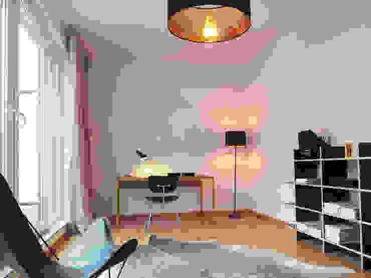 Minimalist study/office by berlin homestaging Minimalist