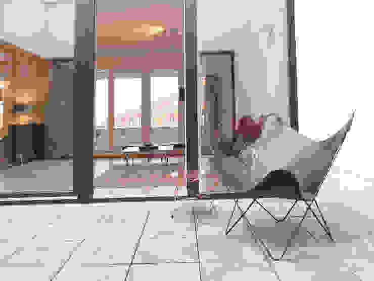 Modern balcony, veranda & terrace by berlin homestaging Modern