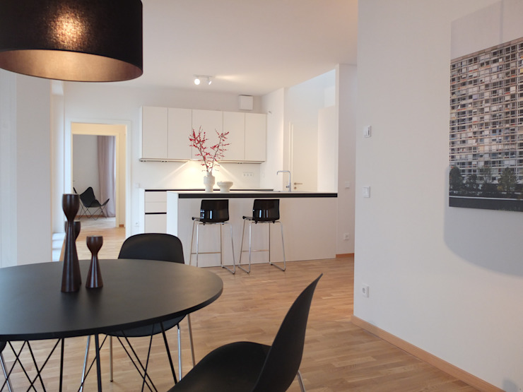Minimalist kitchen by berlin homestaging Minimalist