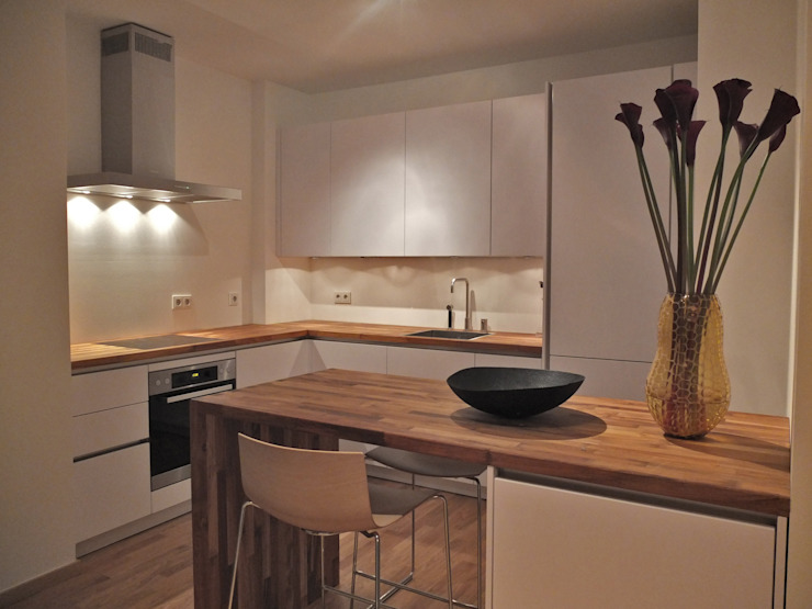 Classic style kitchen by berlin homestaging Classic