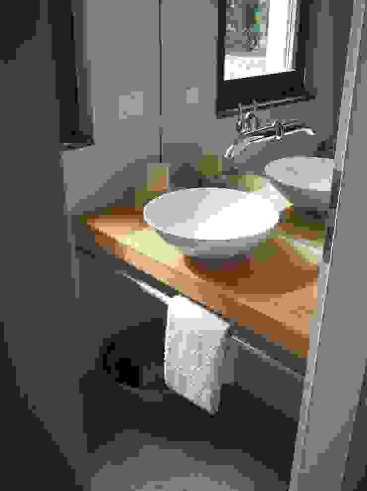 Gäste WC von Design Skandinavisch