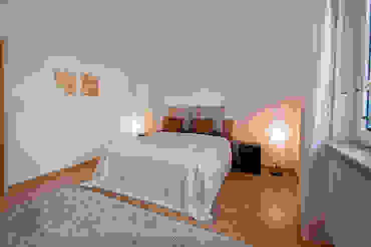 Bungalow aus den 60ern Klassische Schlafzimmer von IMMOstyling - DIE Homestaging Agentur Klassisch