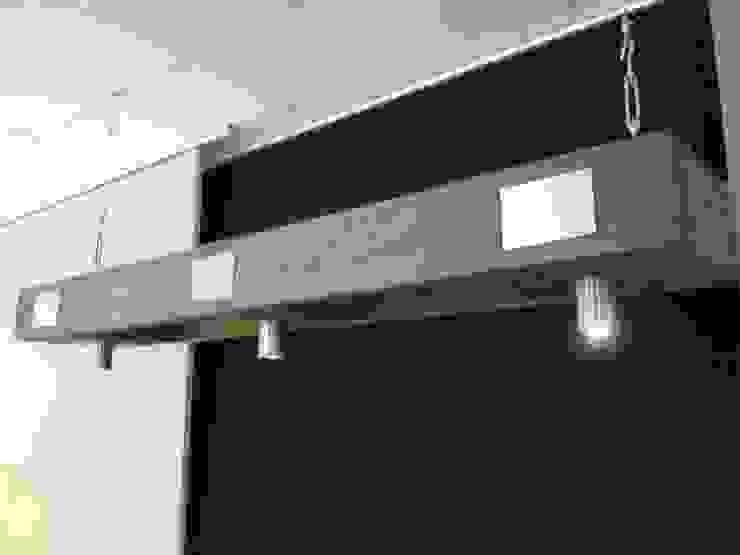 Pendelleuchte mit LED-Spots: modern  von Chiemseedesign-living gallery,Modern