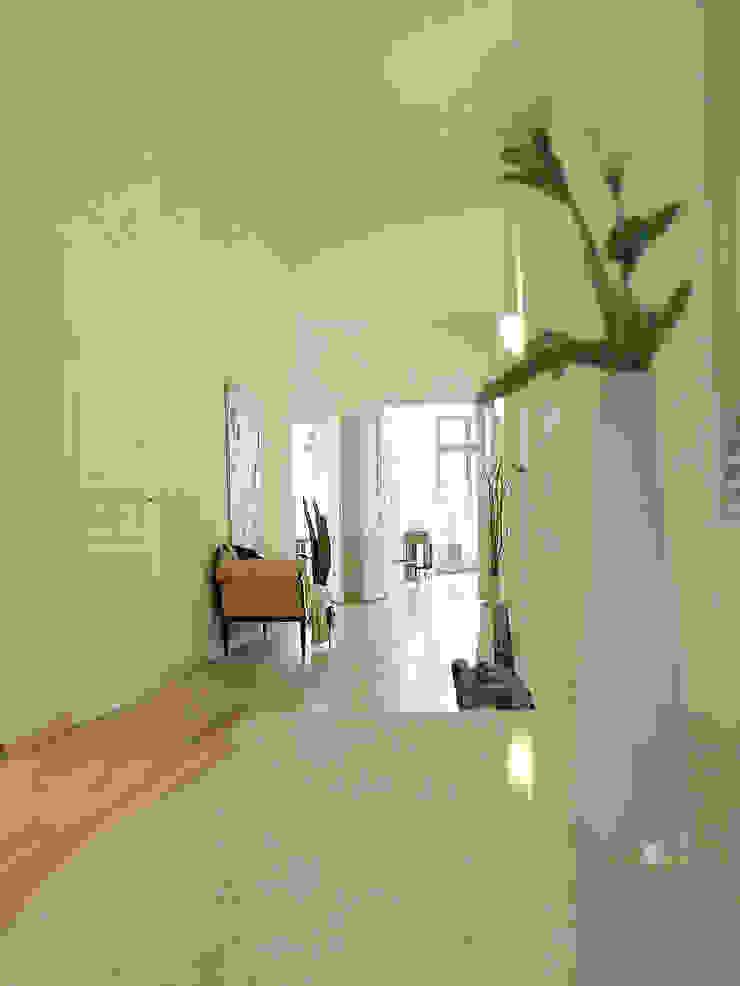 wohnhelden Home Staging Pasillos, vestíbulos y escaleras de estilo clásico