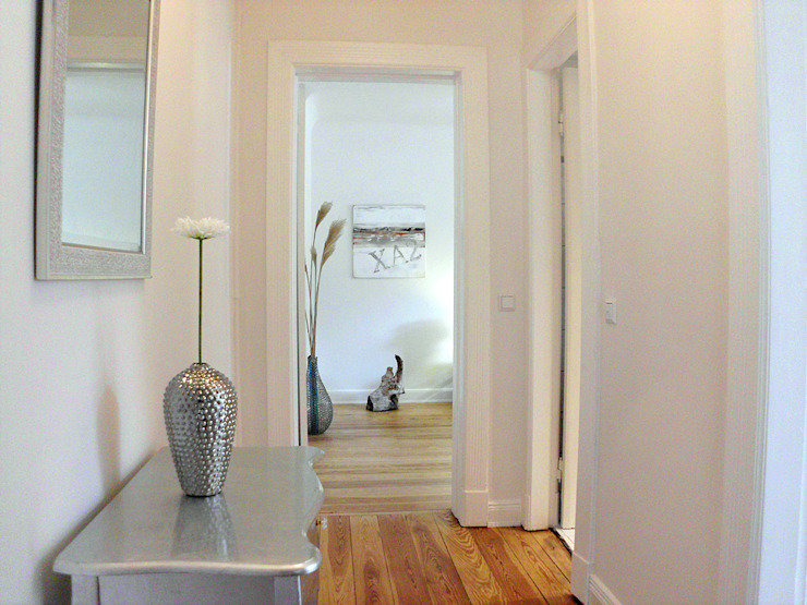 Altbauwohnung Verkaufs-Optimierung4 Moderner Flur, Diele & Treppenhaus von wohnhelden Home Staging Modern