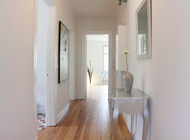 Modern corridor, hallway & stairs by wohnhelden Home Staging Modern