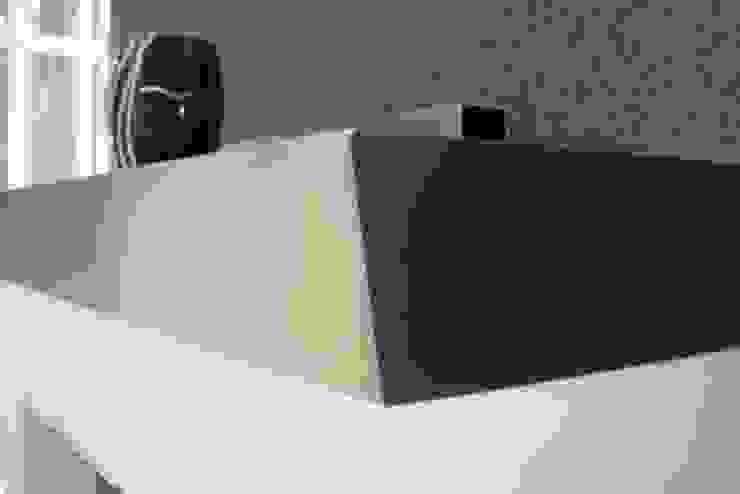 Kaminablage: modern  von Edelstahl Atelier Crouse:,Modern