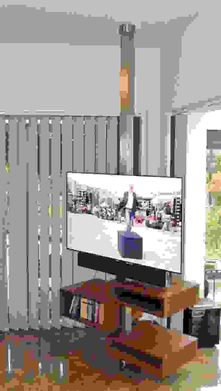 T.V. Rack - Baum 360 °: modern  von Edelstahl Atelier Crouse:,Modern