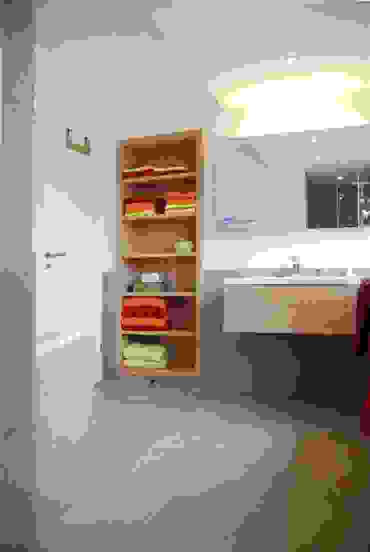 Privatwohnung Bonn Moderne Badezimmer von Peter Rohde Innenarchitektur Modern