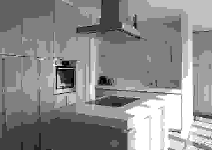 モダンな キッチン の Architektur & Interior Design モダン