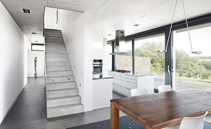 Pasillos, vestíbulos y escaleras de [lu:p] Architektur GmbH