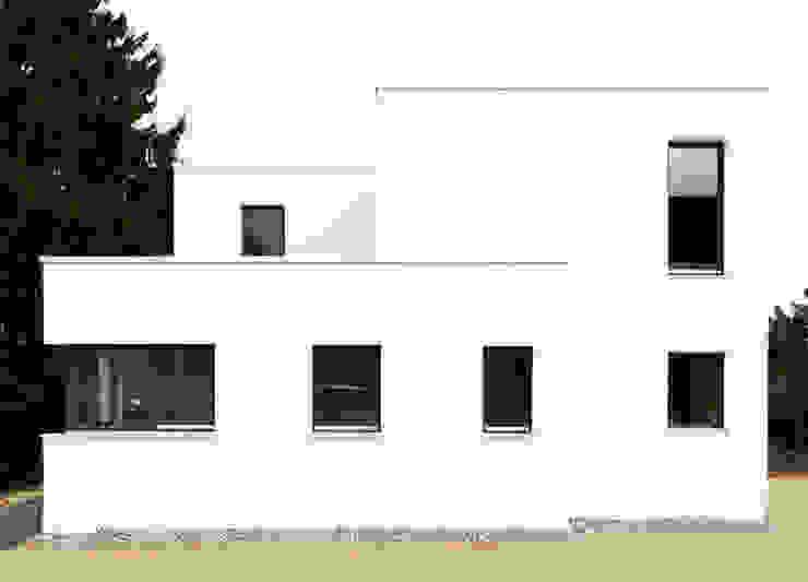 Ein weißes Haus Häuser von ZappeArchitekten