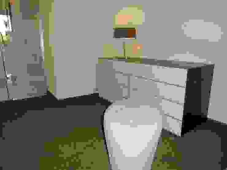 Ankleidezimmer Waldenburg von RAUMAX GmbH Modern