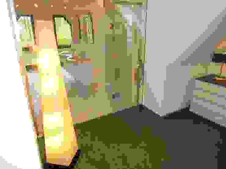 Ankleidezimmer Waldenburg Moderne Badezimmer von RAUMAX GmbH Modern
