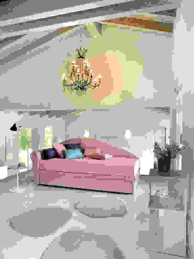 Dachschrägen einrichten Klassische Wohnzimmer von RAUMAX GmbH Klassisch