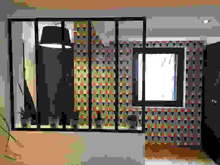 Modern corridor, hallway & stairs by MAAD Architectes Modern