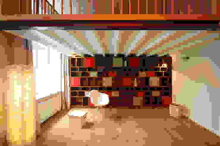 raumdeuter GbR Living roomShelves