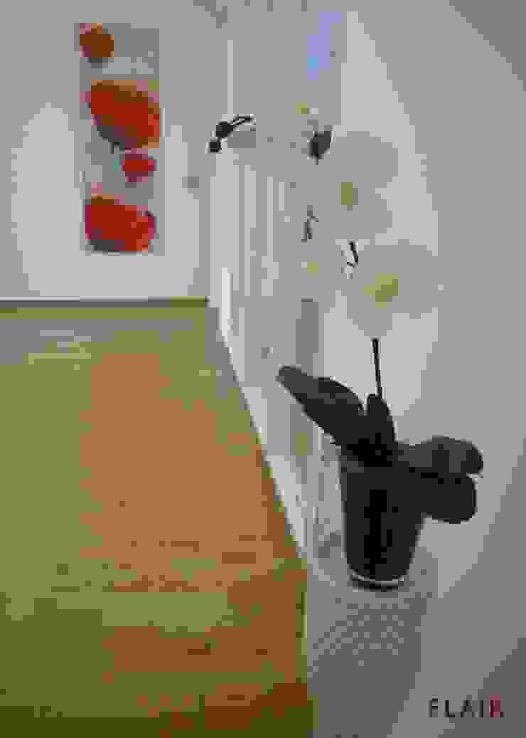 Flur: modern  von FLAiR Home Staging,Modern