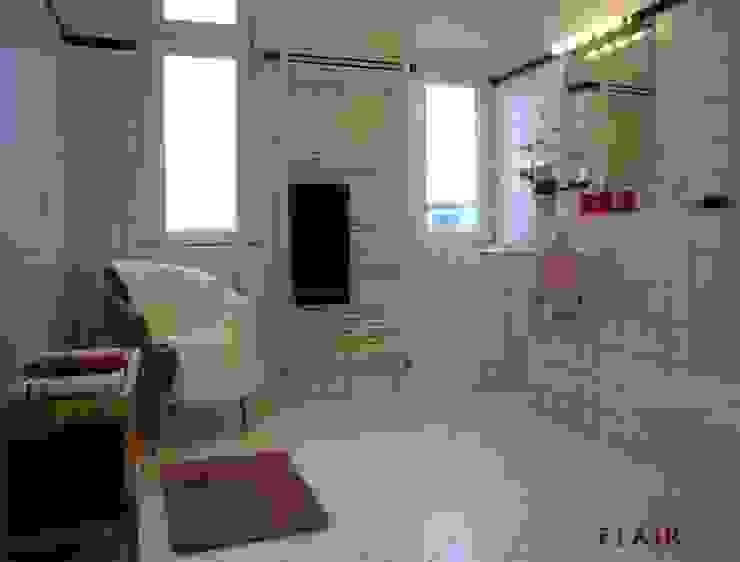 Bad: modern  von FLAiR Home Staging,Modern