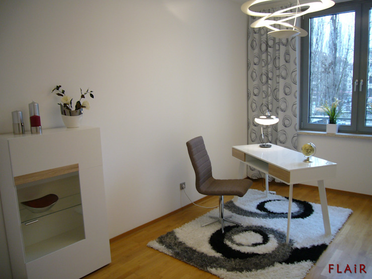 Arbeitszimmer: modern  von FLAiR Home Staging,Modern